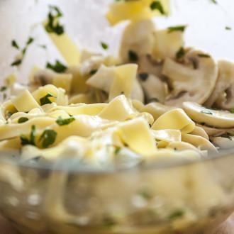 Linguine z cytryną, czosnkiem i tymiankowymi pieczarkami