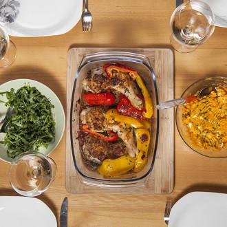 Kurczak piri piri, ziemniaki z fetą, sałatka z rukoli i tartaletki po portugalsku