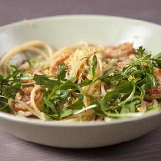 Spaghetti con gamberetti e rucola – spaghetti z krewetkami i rukolą